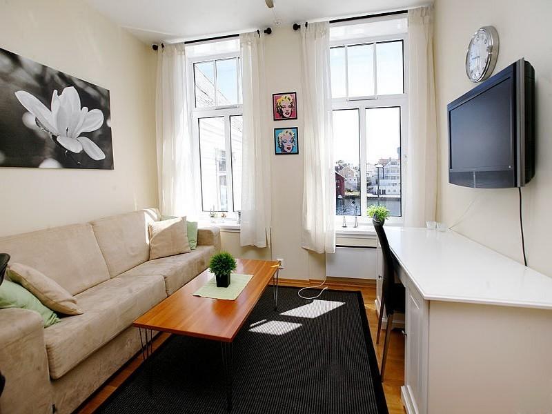 Как сделать из небольшой комнаты гостиную и спальню