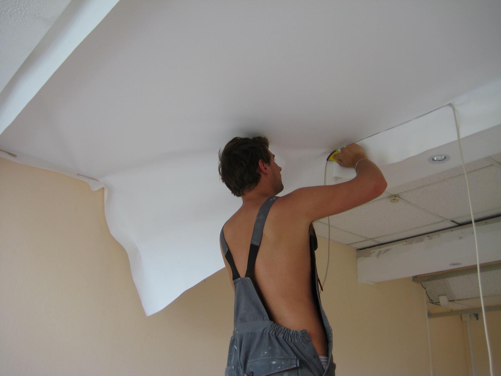 Как отремонтировать потолок в квартире своими руками