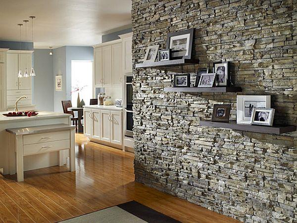 Декорирование стен под камень своими руками