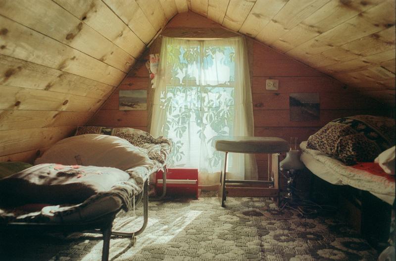 Дизайн комнаты на даче на чердаке