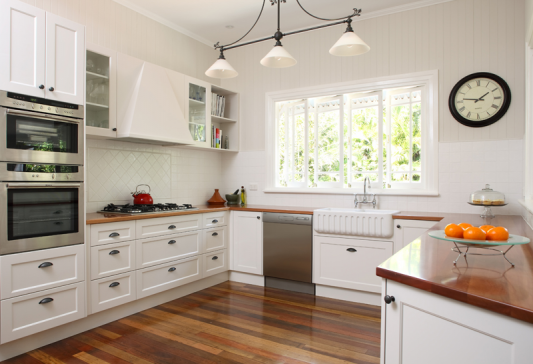 кухни с окном в рабочей зоне фото в частном доме