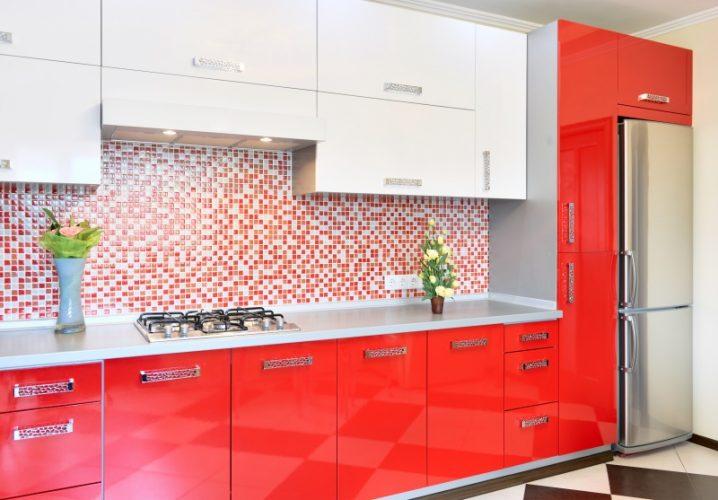 красно белая кухня в интерьере