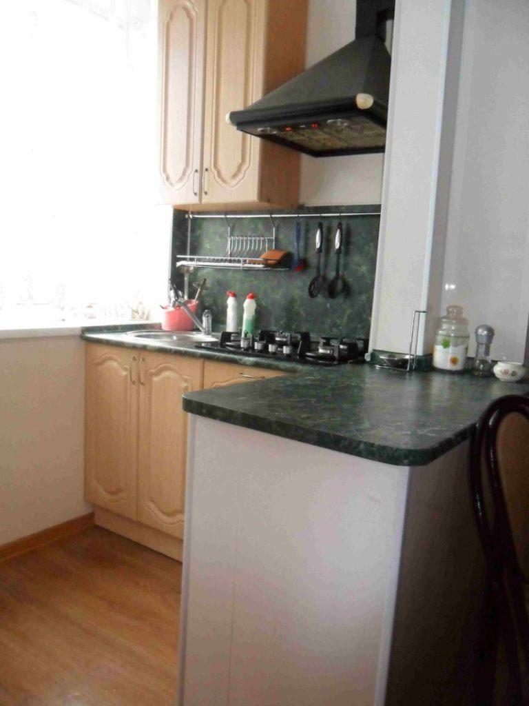 Кухня на лоджии: дизайн, интерьер на фото.