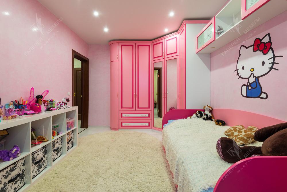 Дизайн узкой длинной детской комнаты для девочки