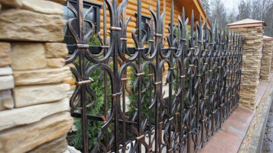 Заборы кованые для частного дома фото