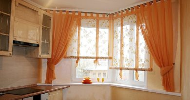 Короткие шторы на кухню из тюля  двумя половинками фото