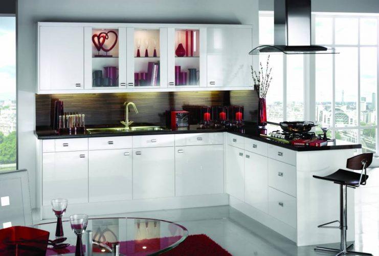 черно белая кухня в иньерьере
