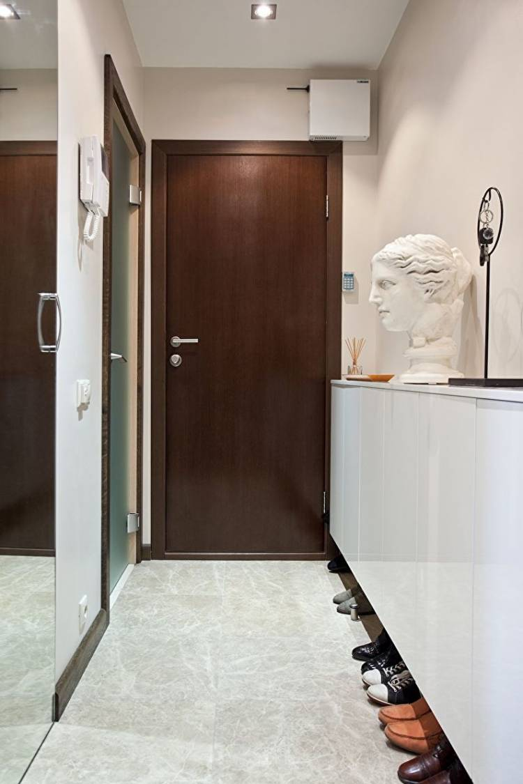 Интерьер узкой прихожей в квартире: фото