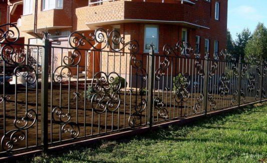 фото заборов для частных домов