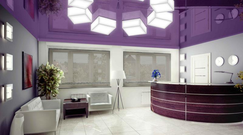 Фотография натяжного потолка в стиле hi-tech сделанного в спальной комнате