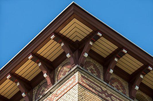 Деревянный софит для крыши дома
