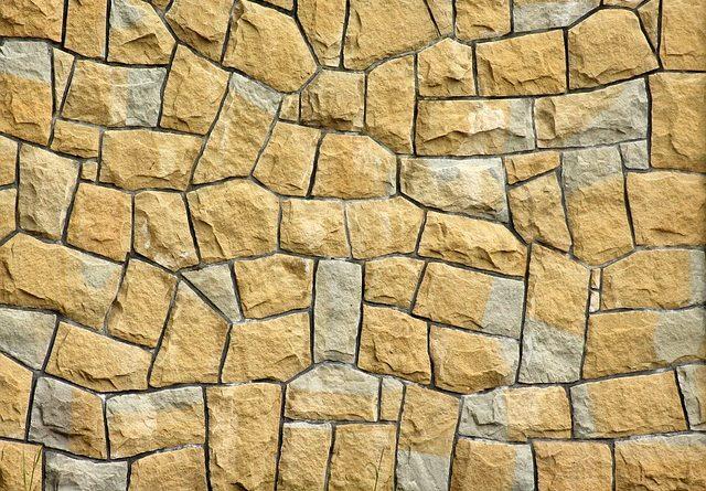 Виды фасадных материалов: декоративный камень.